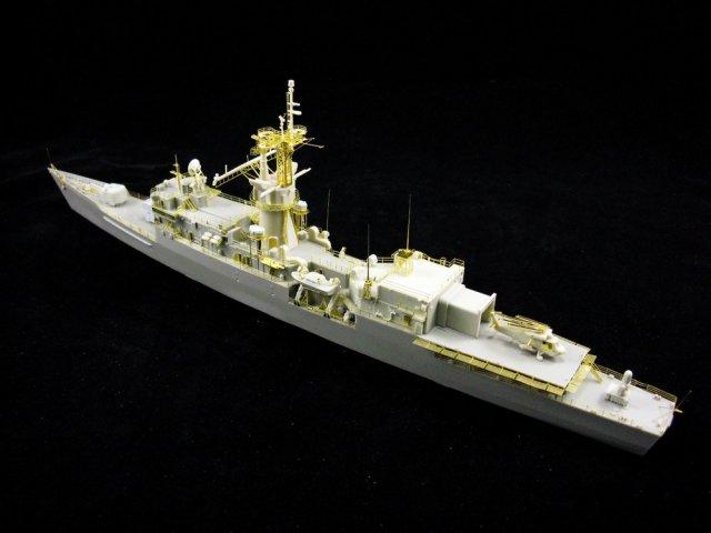 1/350 USS Robert E. Peary FF-1073